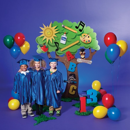 Learning tree complete theme anderson 39 s - Kindergarten graduation decorations ...